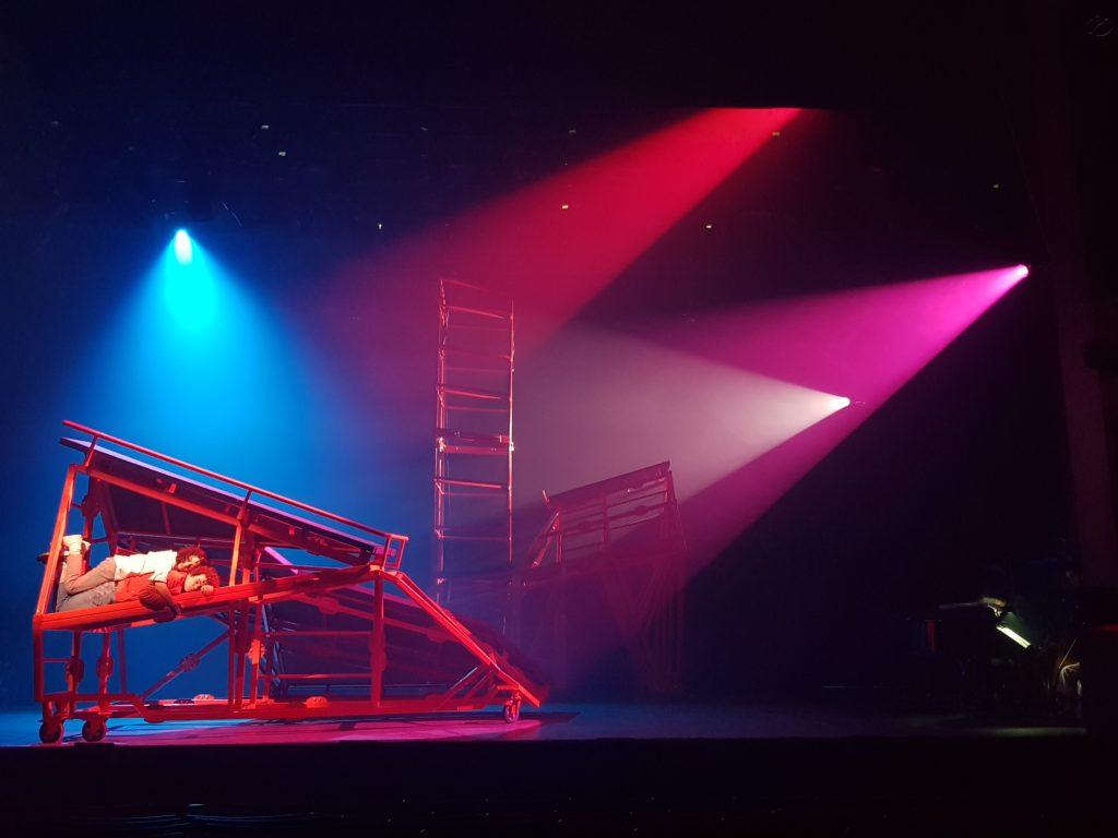 Oblique Land On Stage!